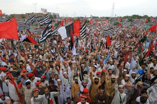 تظاهرات سراسری احزاب مخالف پاکستان علیه دولت عمران خان