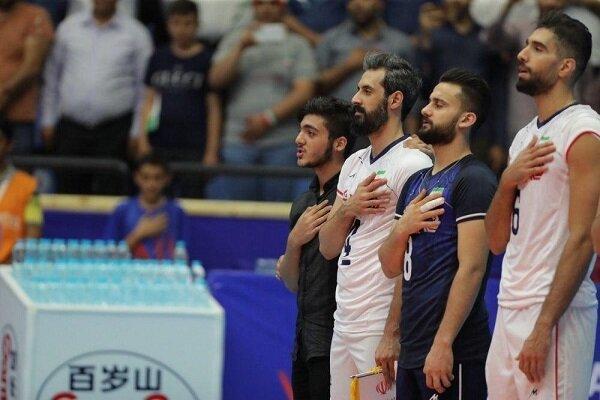 حاشیه بازی ایران با روسیه، جیمی جامپی که کنار بازیکنان ایستاد