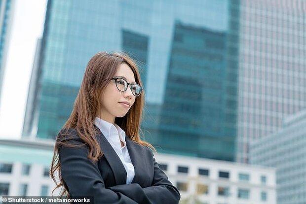 عینک ممنوع، پاشنه بلند و آرایش اجباری، نسخه ژاپنی سواستفاده از زنان!