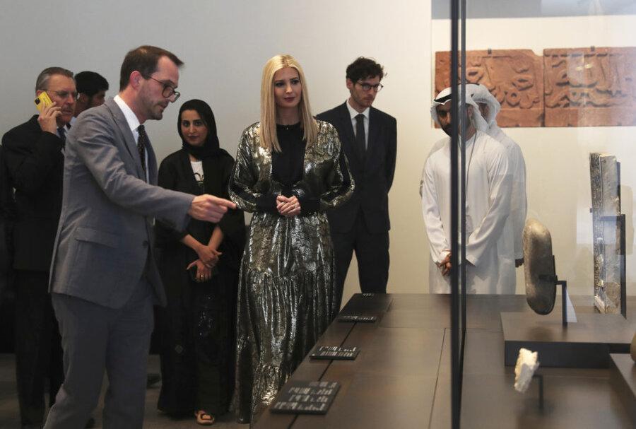 فیلم و تصاویر ، ایوانکا ترامپ مبهوت تماشای آثار موزه لوور دبی